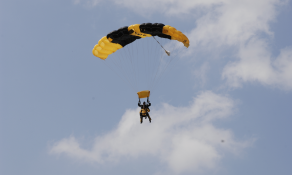 Golden Knight parachutists