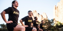 Soldiers conducting lunges